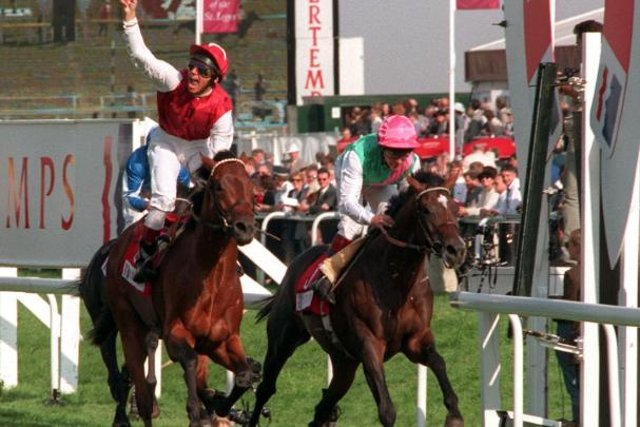 Franki Dettori on Shantou and Pat Eddery on Dashyantor at the 1996 St Leger Day.