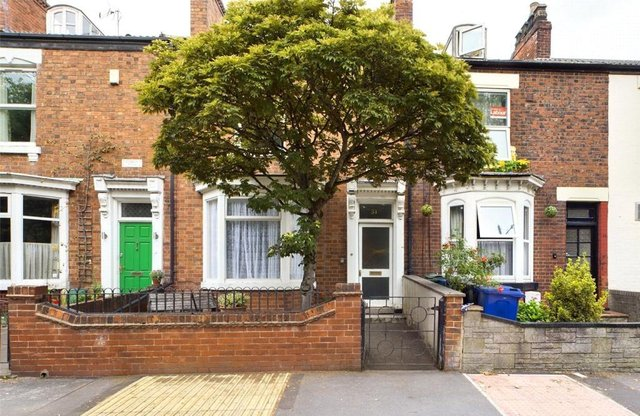 Period mid town house, conveniently located and offering great potential to the discerning buyer.