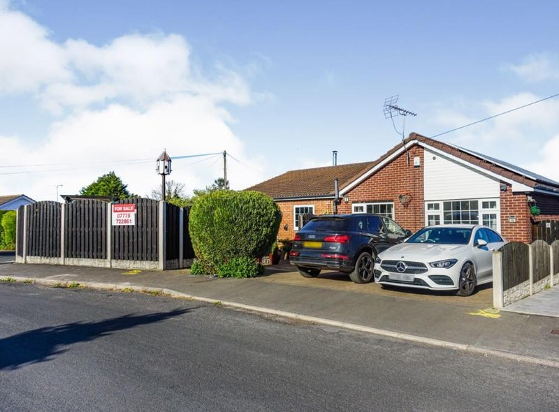 Saffron Crescent, Tickhill. Offers in excess of £400,000