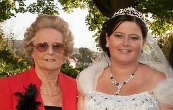 Elaine Williamson and daughter Jayne Miller