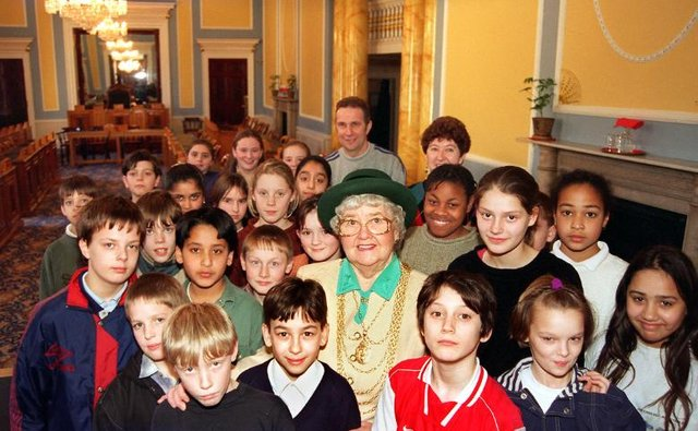 Carr House Middle School took a trip to the Mansion House in 1997 and met Mayor Dorothy Layton.