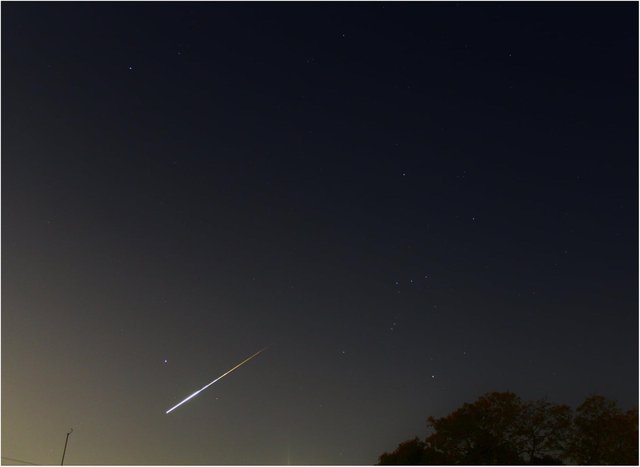 The meteor spotted in the skies over Doncaster last night. (Photo: Lyndon Barber).