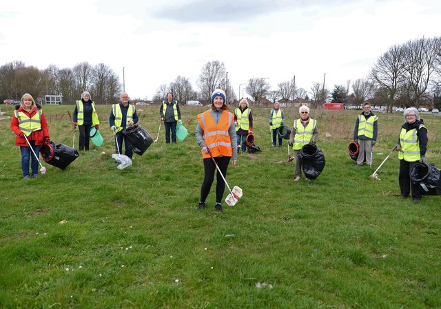 Jayne Johnson, Wheatley Hills Litter Pickers group Co-ordinator, pictured with volunteers. Picture: NDFP-23-03-21-WheatleyHillsLitter 4-NMSY