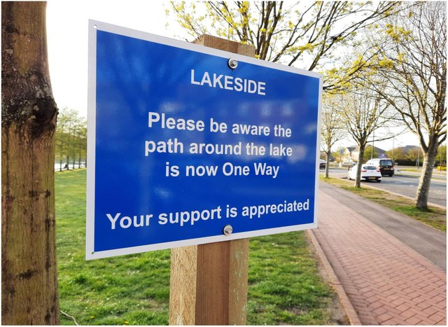 Signs were installed at Lakeside instructing walkers to walk one way.