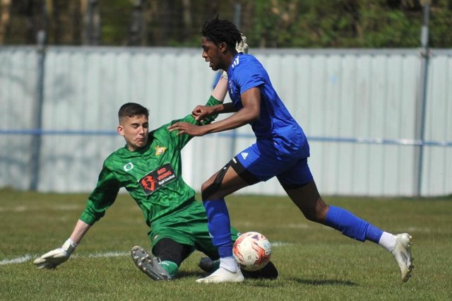Action from Rossington Main's win over Doncaster Rovers U18s. Photo: Russ Sheppard/Offthebenchpics